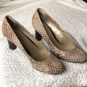 Liz Clairborne women's shoes Sz  6.5